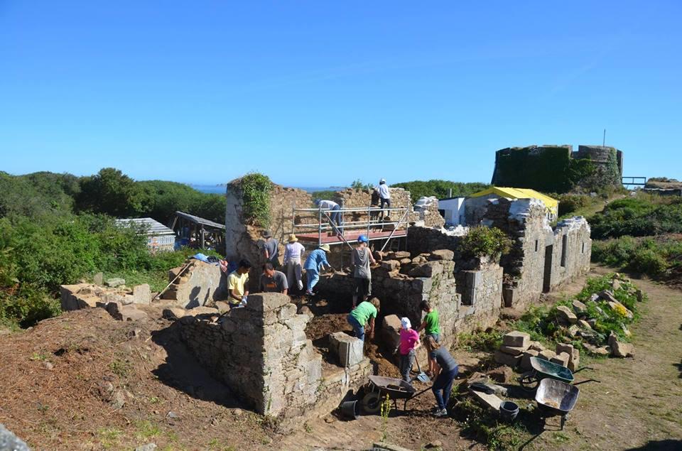 """""""Le Fort de l'île Cézon"""" : chantier international @Landéda - Finistère @ Ile Cézon, Landéda - Finistère"""